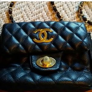 Handbags - Re-Posh quilted purse gold chain